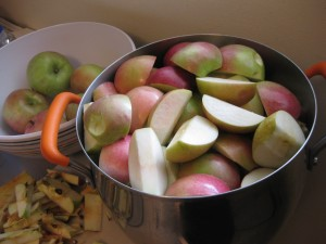 apples in pot