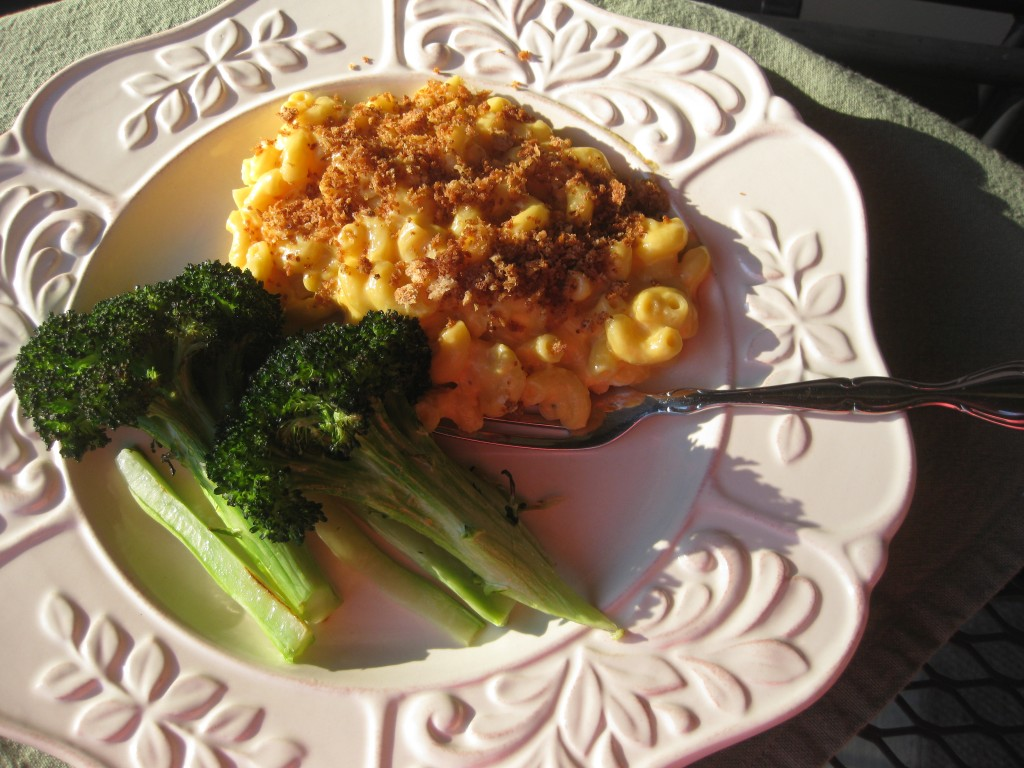 macaroni and cheese with roasted broccoli